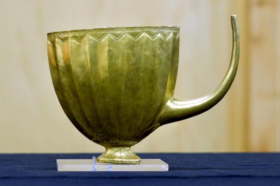 cawan diperbuat emas adab minum rasulullah