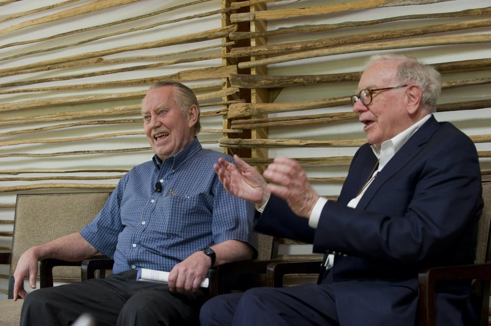 charles feeney bersama warren buffett