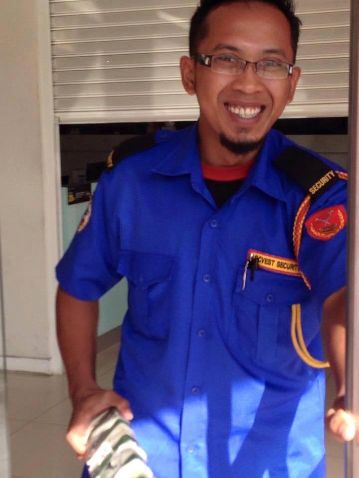 chixx roxx ceria berkerja sebagai pengawal keselamatan