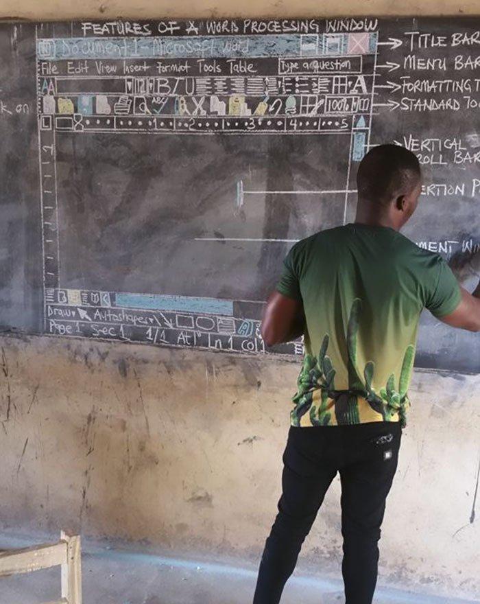 cikgu sekolah lukis microsoft word di papan hitam