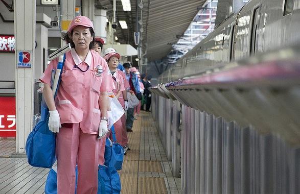 cleaner shinkansen kereta api peluru
