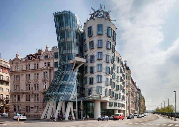 dancing house bangunan paling aneh dan pelik di dunia 3
