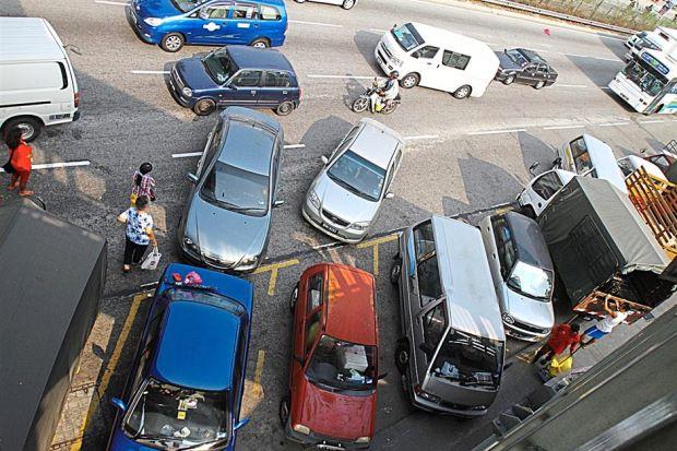 double parking dah menjadi lumrah tapi masih ramai yang bodoh
