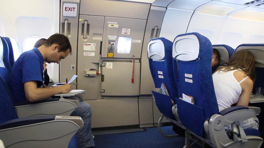 duduk sepanjang perjalanan udara