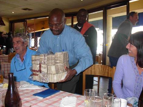 duit berikat ikat untuk bayar makanan