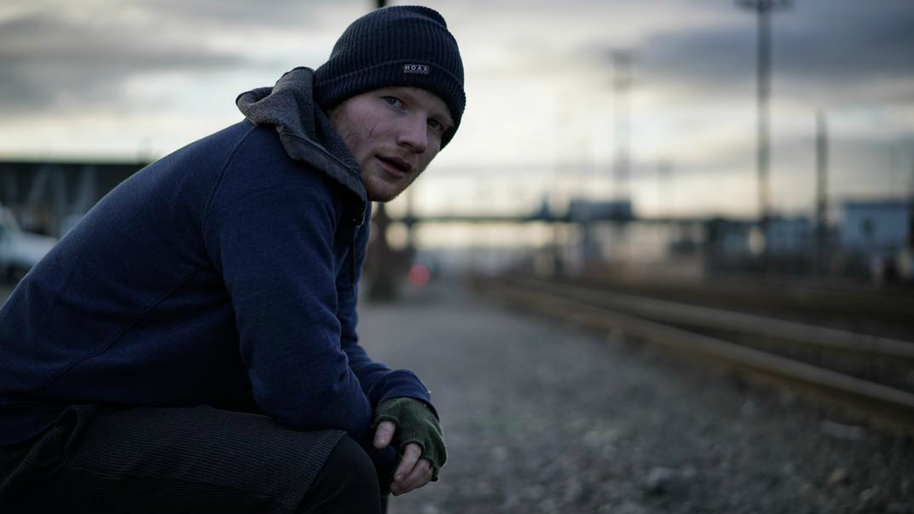 ed sheeran dalam video shape of you
