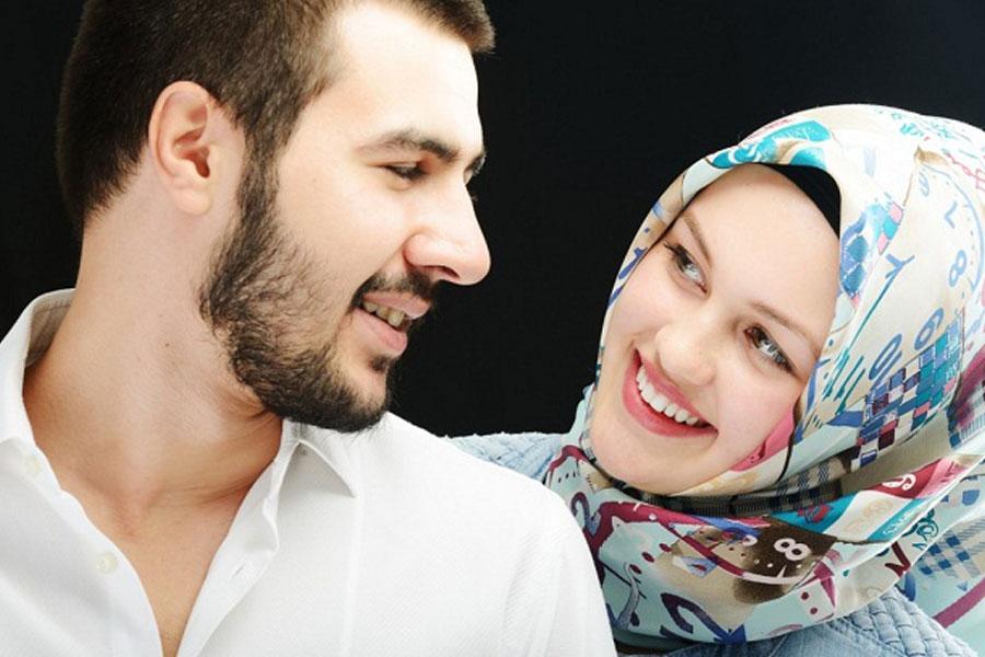 elak ketagih bermain handphone dengan melakukan komunikasi yang baik bersama suami isteri