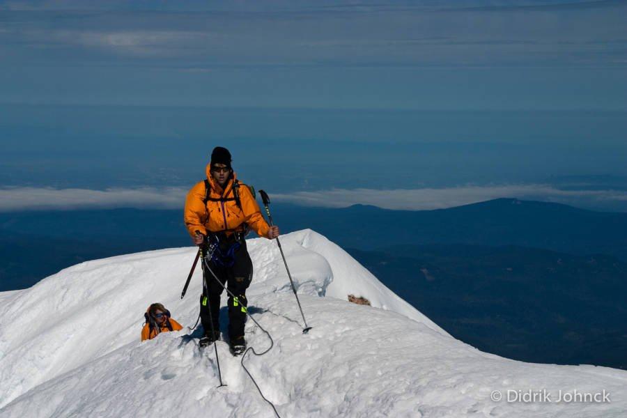 erik weihenmayer di puncak gunung hood berketinggian 3480 meter