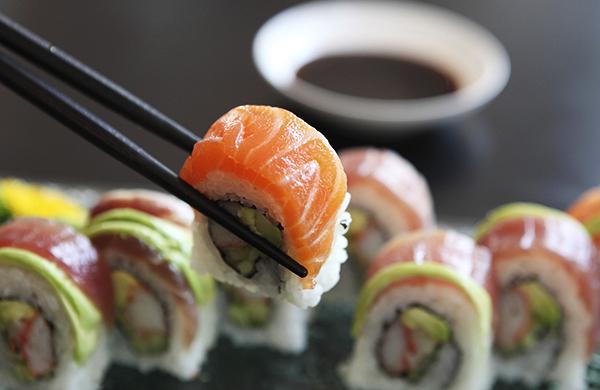 etika makan sushi di jepun