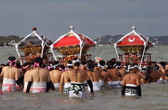 festival separuh bogel hadaka matsuri jepun