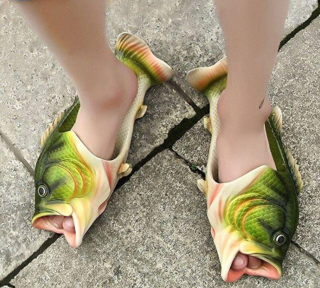 fesyen kasut pelik