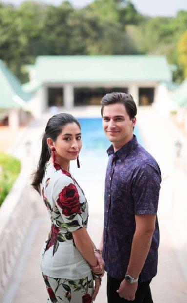 foto rasmi pertama pasangan tunku tun aminah dan bakal suami dennis 1