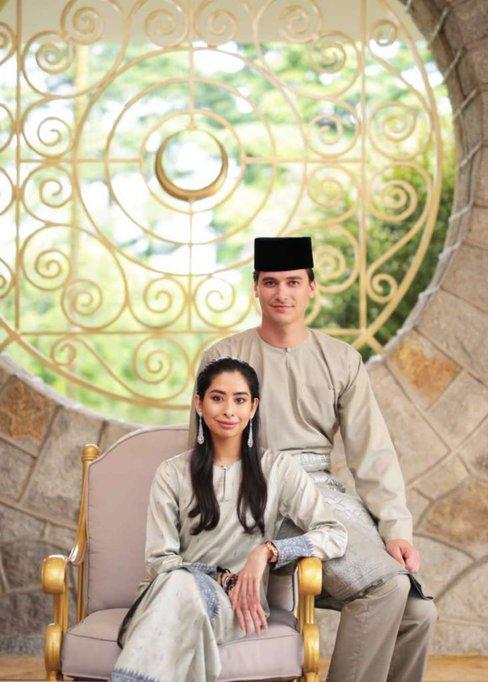foto rasmi pertama pasangan tunku tun aminah dan bakal suami dennis