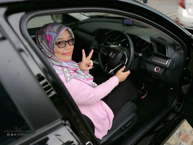gadis bawa kereta honda
