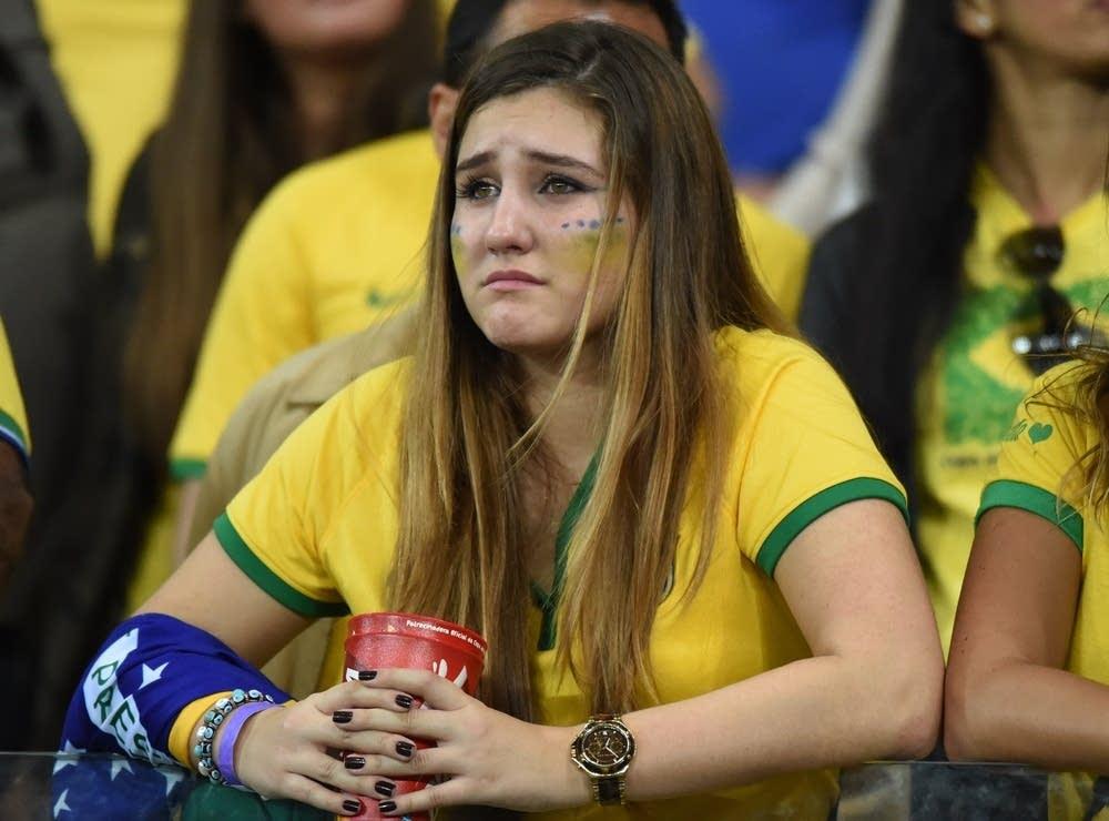 gadis brazil sedih