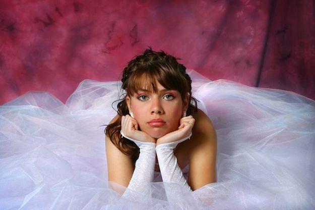 gadis muda pengantin merenung masa depan