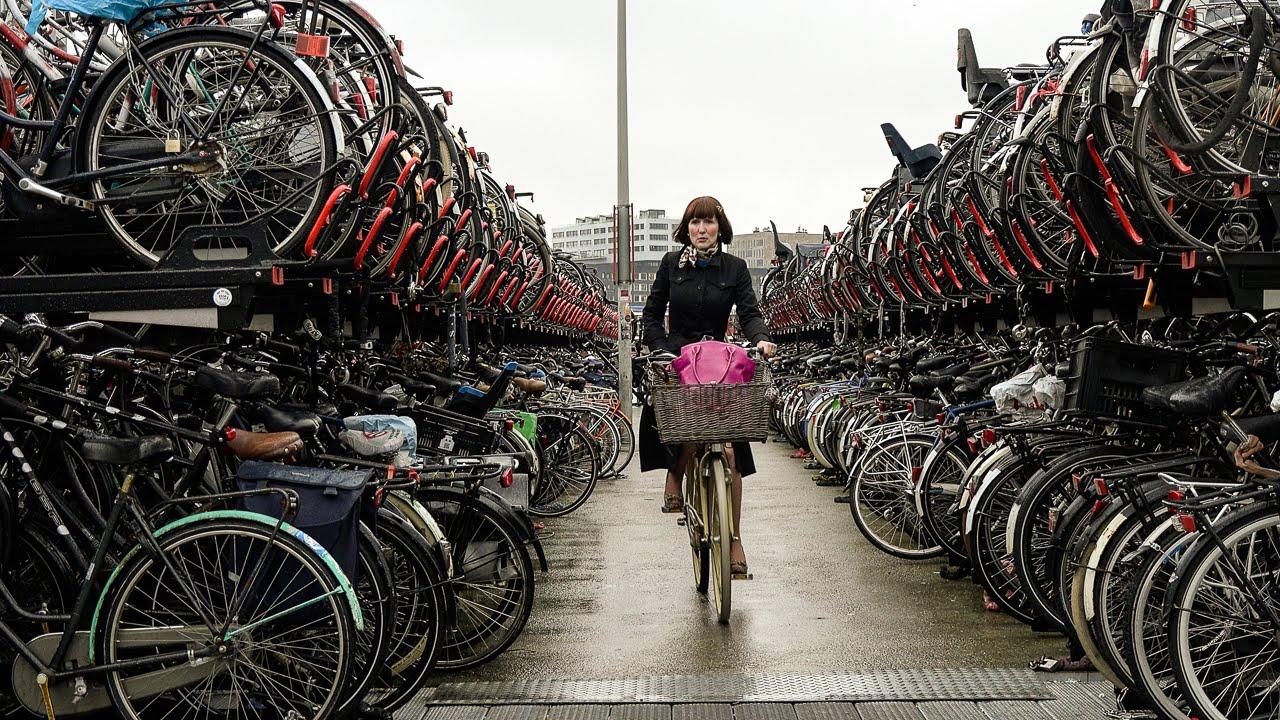 gadis penunggang basikal basikal belanda