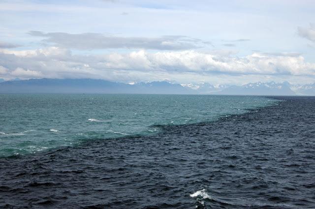 gambar laut terbelah dua