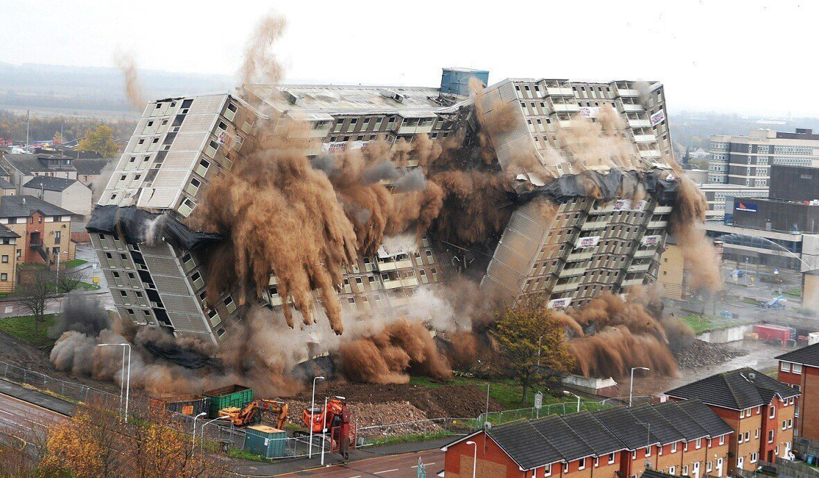 gambar runtuhan bangunan