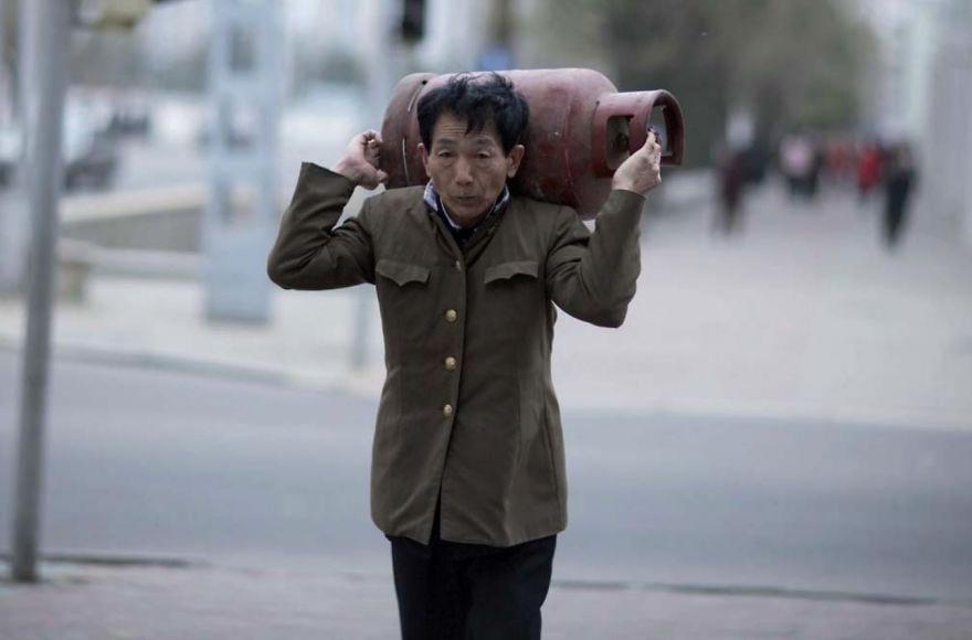 gambar yang haram diambil di korea utara 13 78
