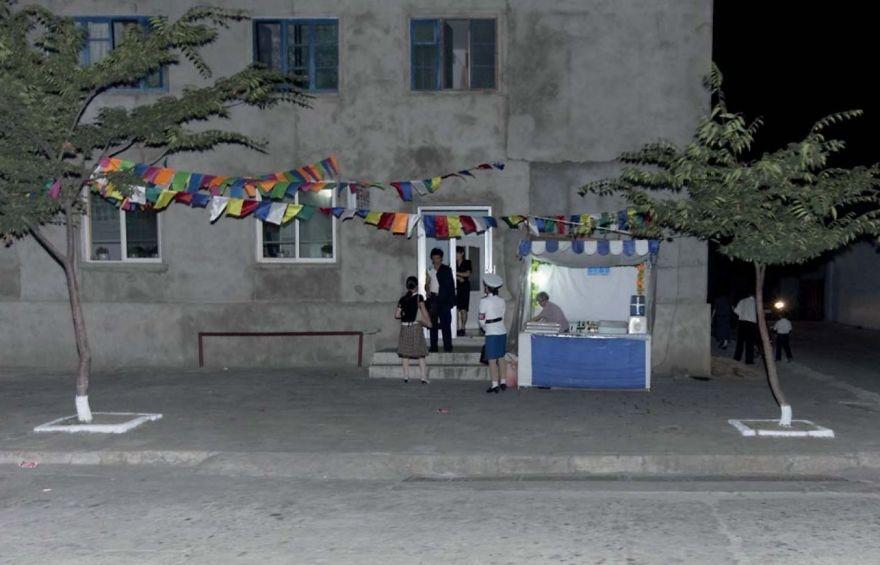 gambar yang haram diambil di korea utara 2 244
