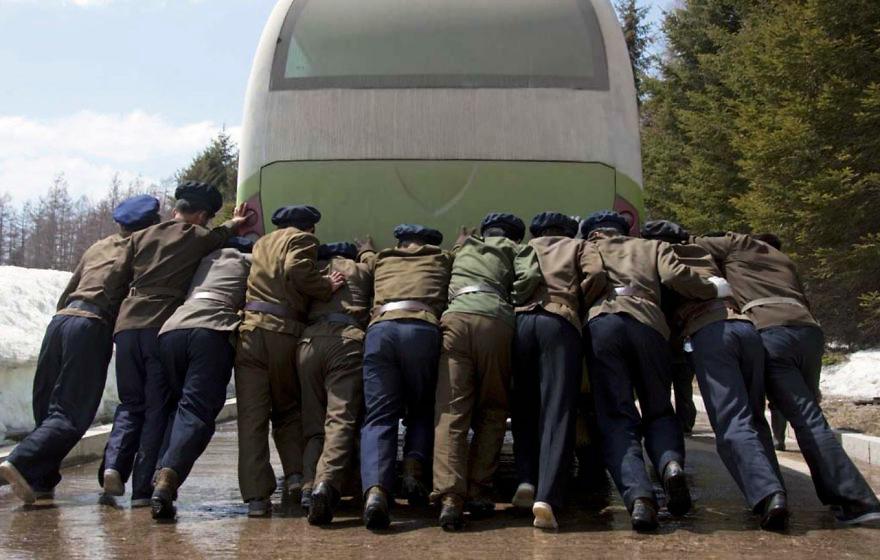 gambar yang haram diambil di korea utara 7 412