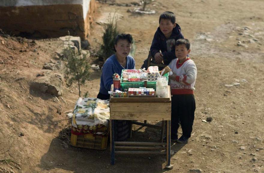 gambar yang haram diambil di korea utara 9 825
