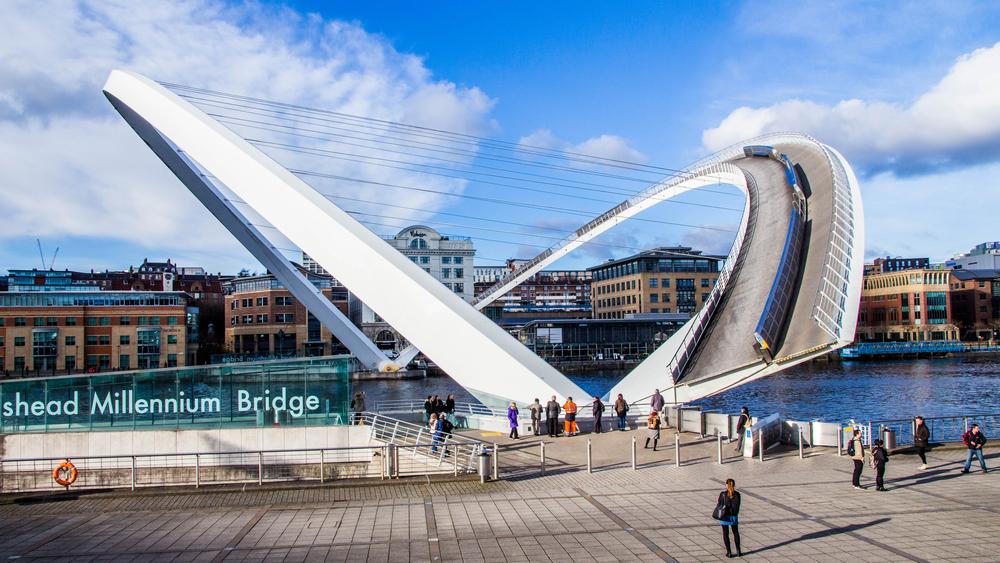gateshead millennium bridge jambatan paling pelik di dunia