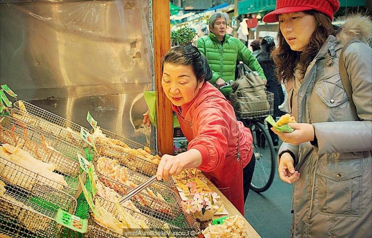 gerai menjual tempura banyak di jepun digoreng panas panas