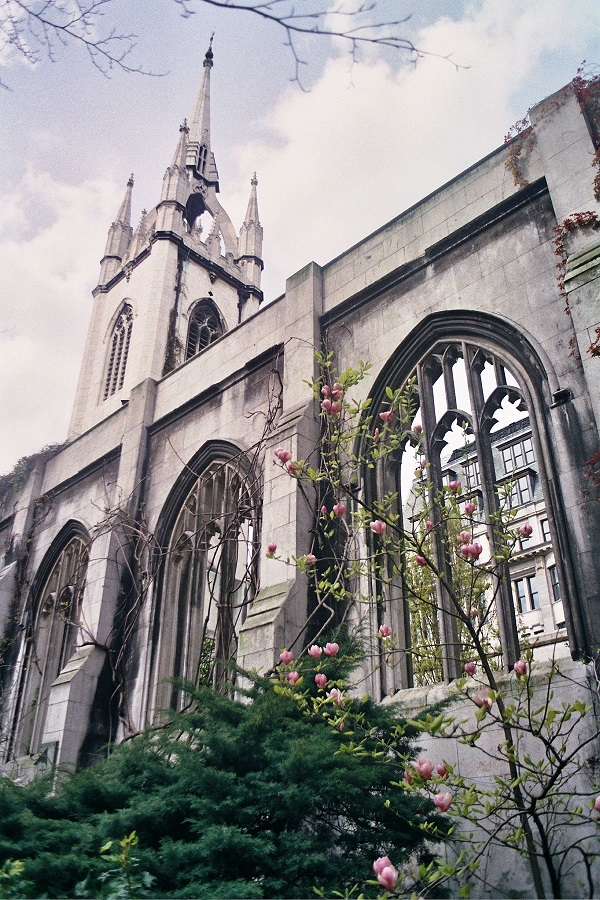 gereja st dunstan s in the east dari luar