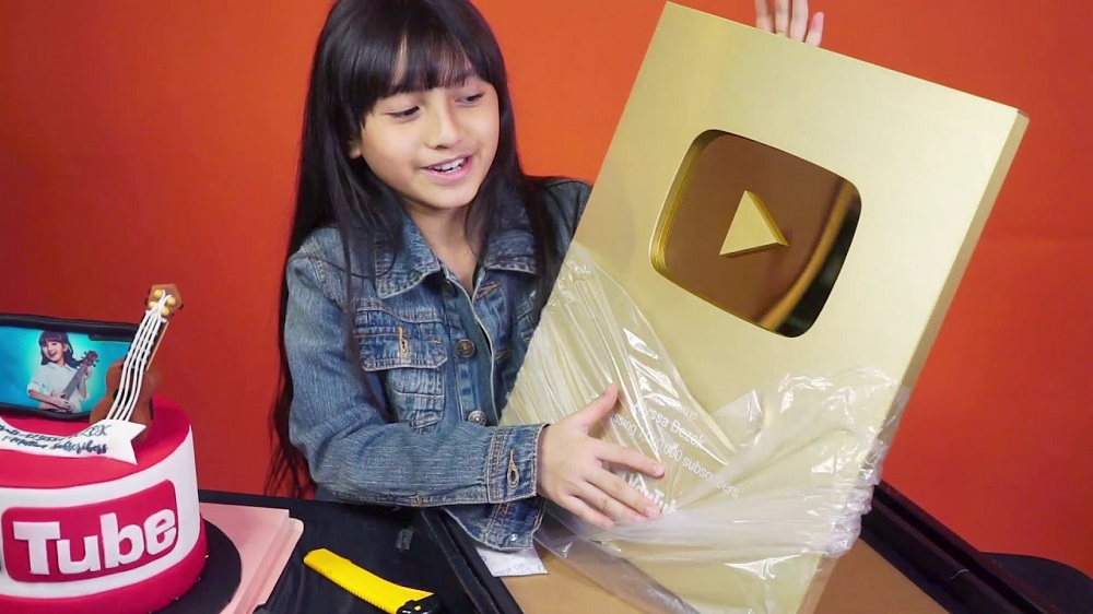 gold play button silver youtuber