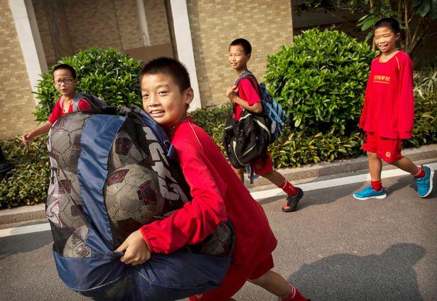 guangzhou evergrande akademi bola sepak terbesar di dunia 12
