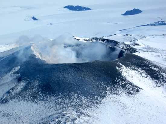 gunung berapi di kawasan antartika
