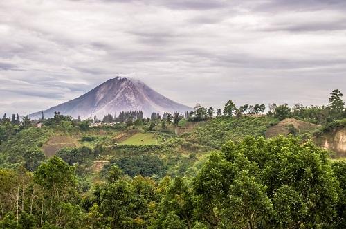 gunung berapi indonesia 109
