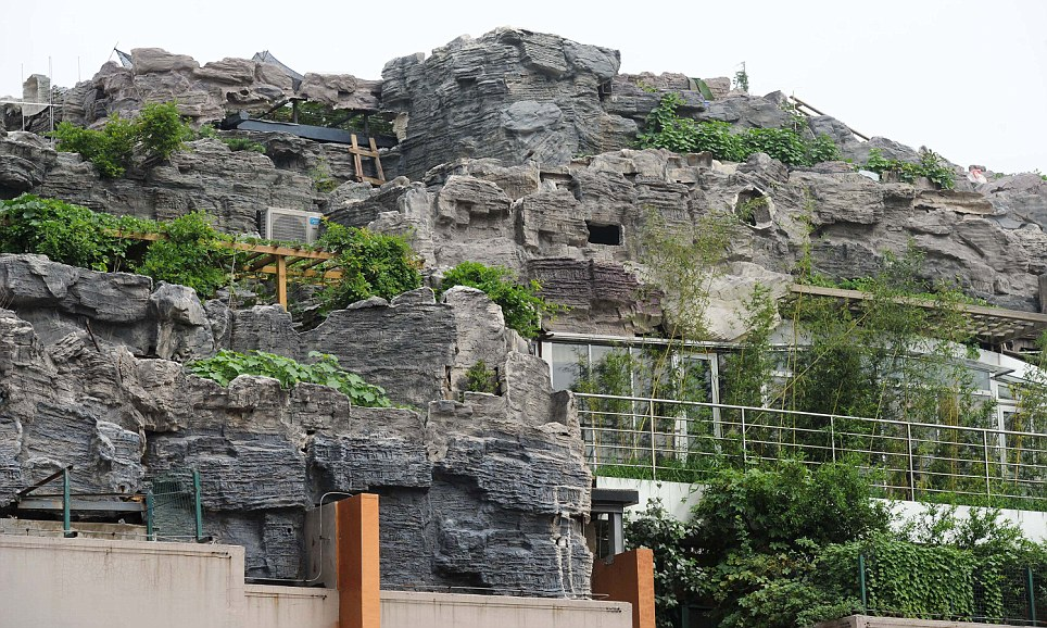 gunung di atas bangunan di china