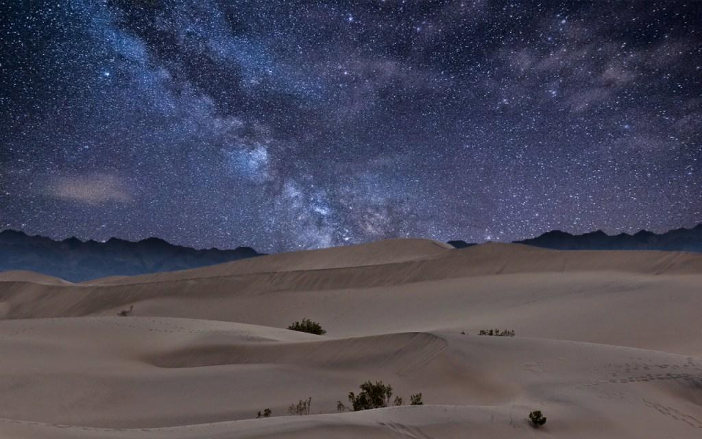 gurun pada waktu malam