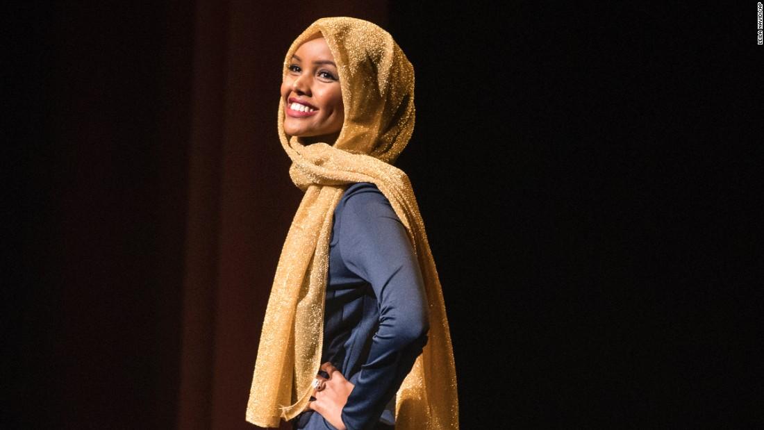 halima aden supermodel muslimah pertama dunia 2