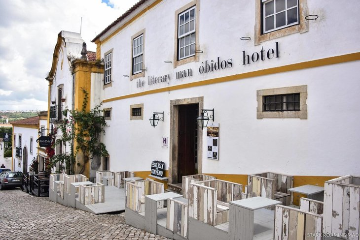 hotel bertemakan buku kampung buku obidos portugal