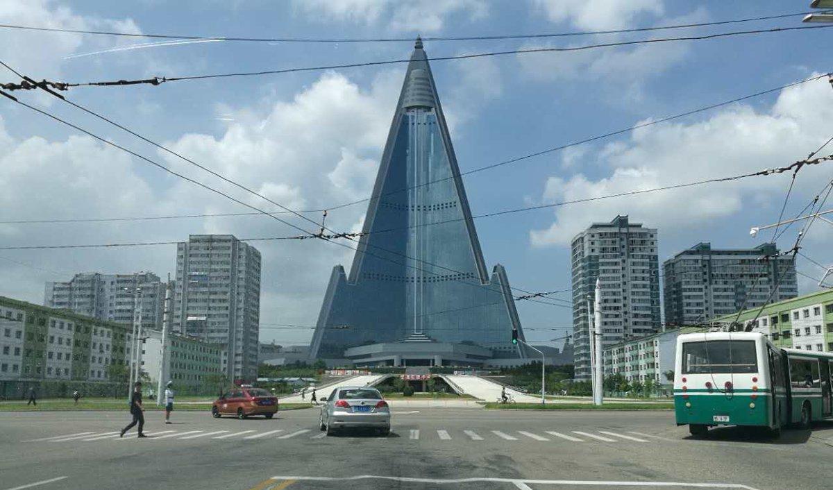 hotel ryugyong 5 tempat pelik di korea utara