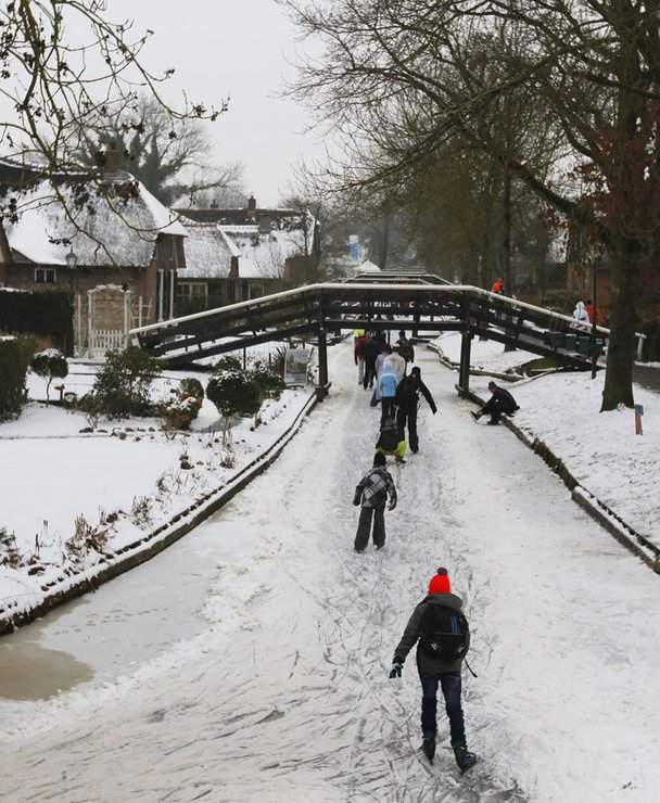 ice skating di giethoorn 355