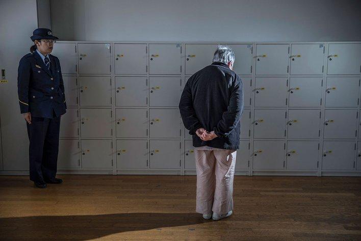 ini sebab mengapa semakin ramai wanita warga emas jepun dipenjarakan 8
