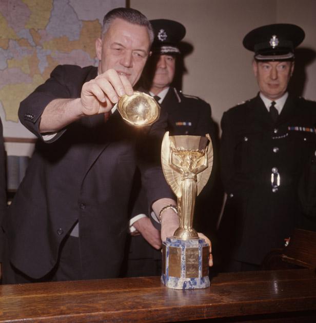 ini sejarah trofi piala dunia yang ramai tak tahu 4