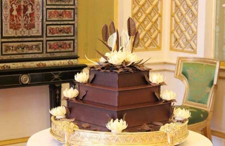 inilah kek batik pengantin lelaki yang dibuat menggunakan biskut mcvities