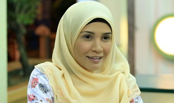 izreen azminda disingkirkan program hiburan popular atas permintaan seorang artis 1 231