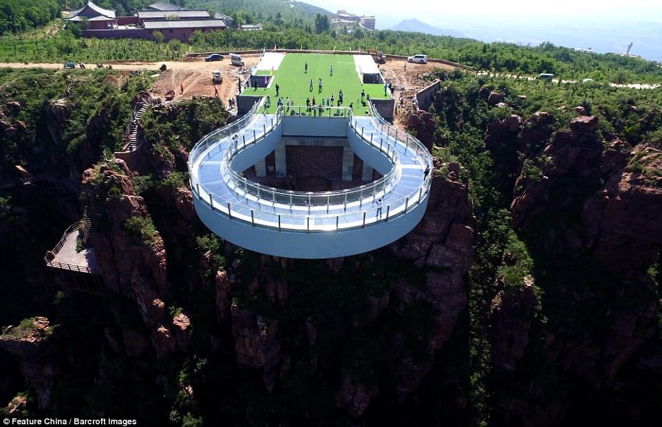 jambatan berbentuk ladam kuda tarikan pelancong china
