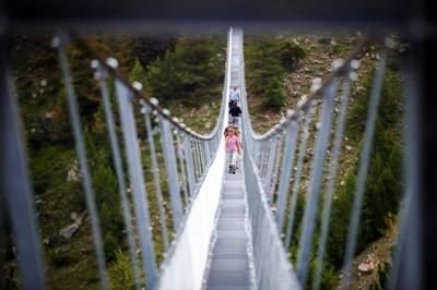 jambatan gantung charles kuonen switzerland terpanjang di dunia 2