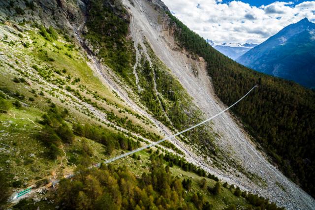 jambatan gantung charles kuonen switzerland terpanjang di dunia 4