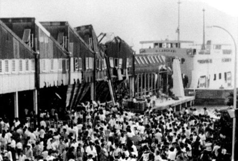 jambatan terminal feri sultan abdul halim roboh 1988