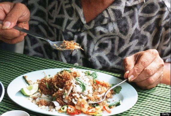jangan masukkan garfu ke dalam mulut jika makan di thailand
