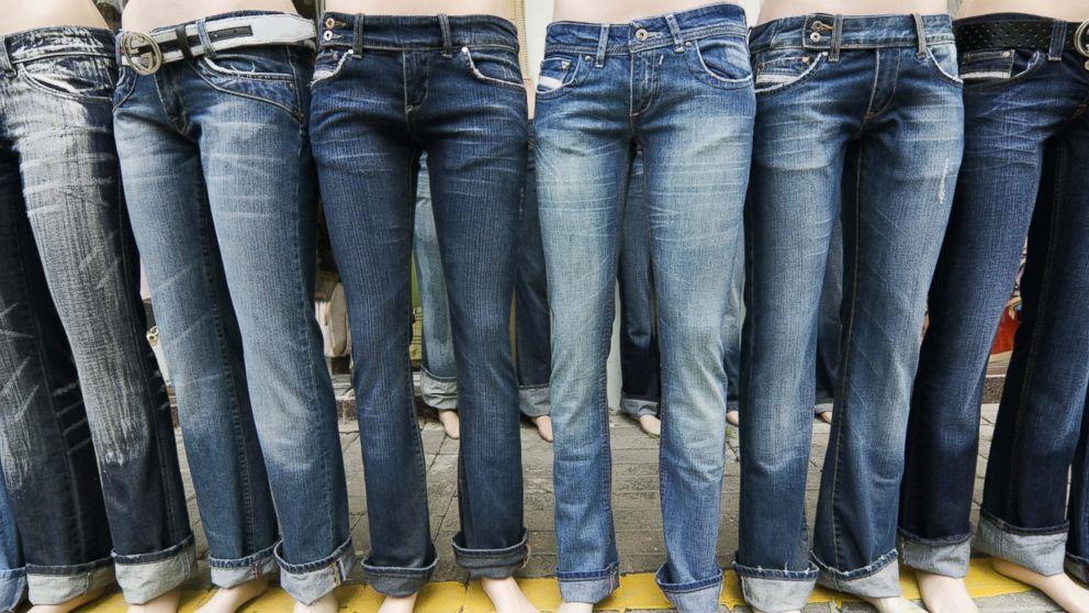 jeans bewarna biru